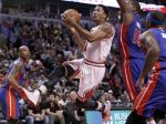Derrick Rose taking it to the rim against the Detroit Pistons - 11/10/2014